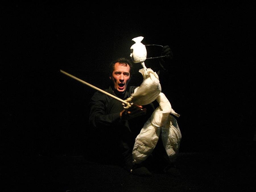 Roberto White y su samurai. Foto de Jesús Atienza.