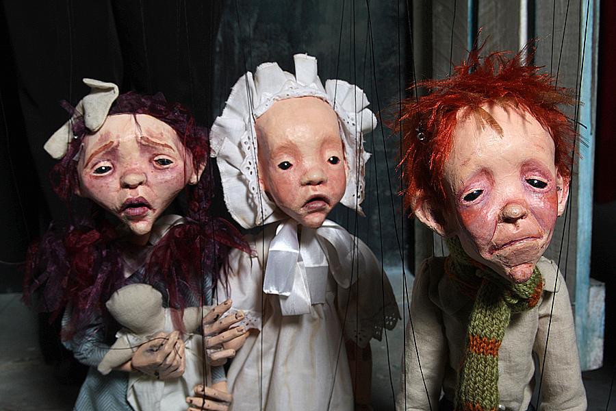 La punzante expresión de las marionetas. Foto de Jesús Atienza.