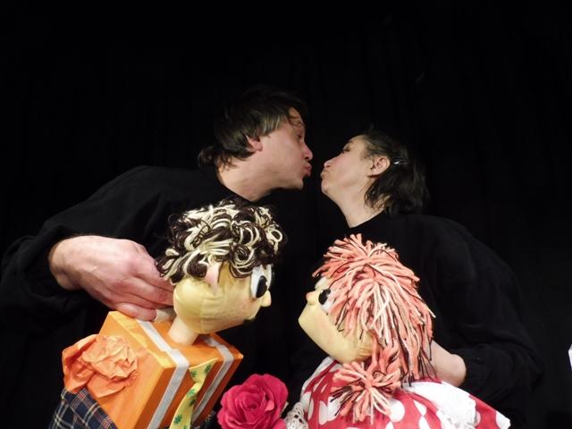 Teatro Plus, La Puntual