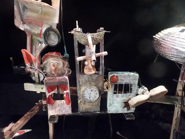 Figuras de David Zuazola, 'Ala Sucia'.