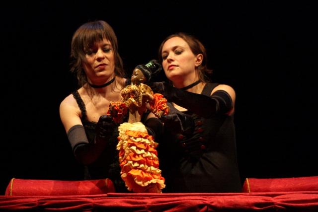 Aurora Poveda e Irma Borges, espectáculo Chez la Poupée, fotografía de Jesús Atenza