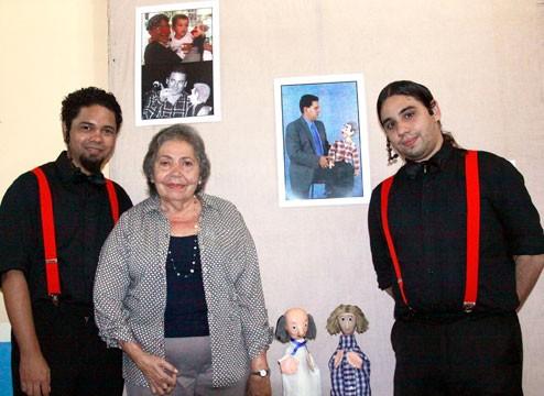 Telba, con Emmanuel Gunezler y José Quevedo en la inaguración de la exposición en homenaje a Armando, en Margarita