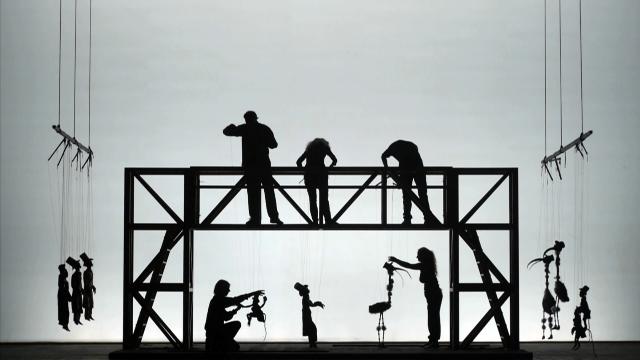 Imagen en sombras del Teatro Podrecca.