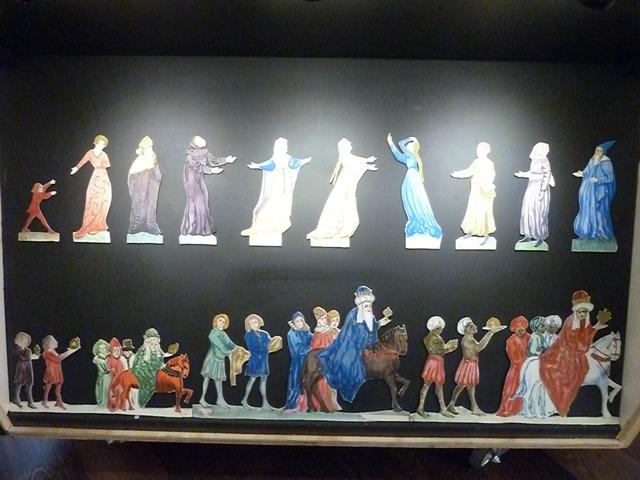Figuras de papel de Hermenegilgo Lanz