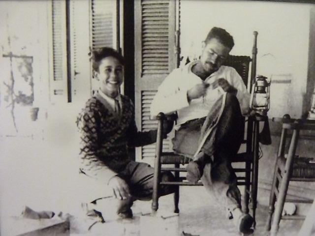 Javier Villafañe con su joven ayudante Ariel Bufano
