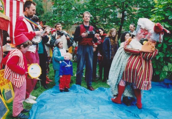 Rod Burnet con Martin Bridle, Leo Bridle y Sue Eaton, en sus inicios
