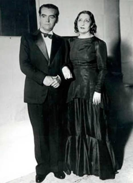 Buenos Aires. García Lorca con Lola Membrives en el estreno de Bodas de sangre, 1933