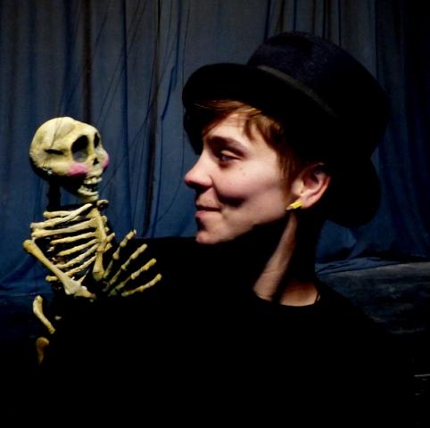 Otto con una de sus marionetas, fotografía de Jesus Atienza.