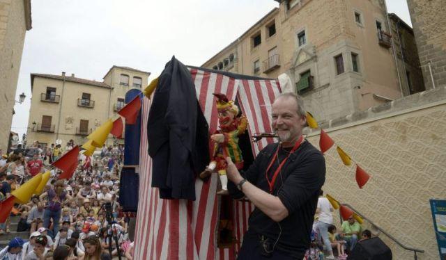 Rod Burnett en la Plaza San Martín de Segovia