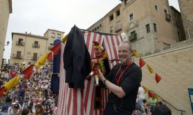 Muere Rod Burnett, titiritero inglés, Professor of Punch and Judy