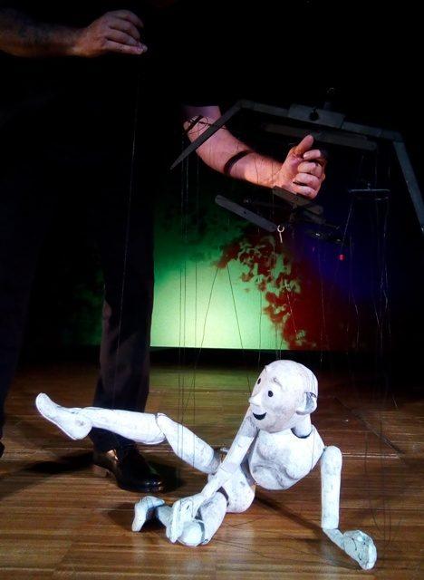 IDENTITATS, de Carles Cañellas: la primacía de los hilos, en el Museu da Marioneta de Lisboa