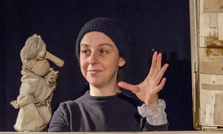 'En attendant Coco', de la compañía Le Loup Qui Zozote, en la Antigua Pescadería de Oviedo, Congreso de Unima Federación España. Oviedo, ciudad de esculturas humanas y religiosas