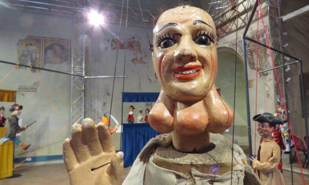 I: Exposición 'Giù la maschera' y 'MAgicaBUra!', Festival de Teatro di Figura, en Pordenone, Italia