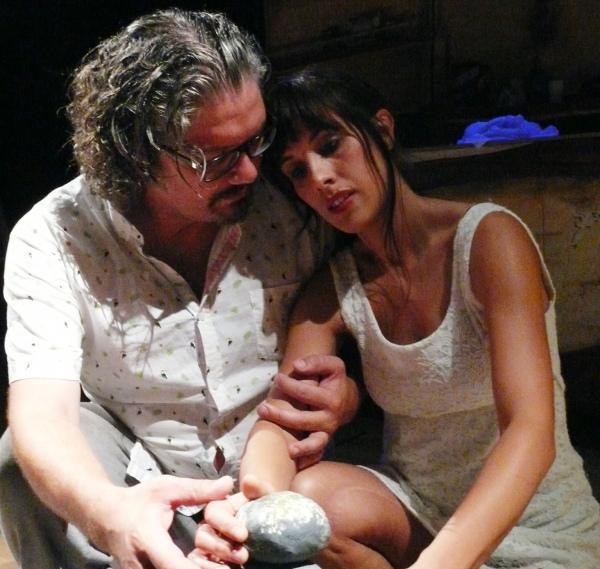 Borja Insua y Celtia Figueiras,en 'Finisterrae, o último Ultramarinos'.