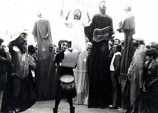 Actuación en la calle del grupo Antroido (1979).