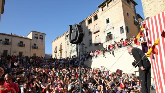 Titirimundi, el Festival de Títeres de Segovia. I Parte. La ciudad, el público, la calle y otras maravillas