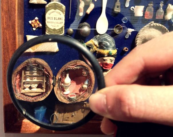 'Adentro de tus manos', las miniaturas como crónica visual de un país: Carlos Monsiváis. Por Shaday Larios